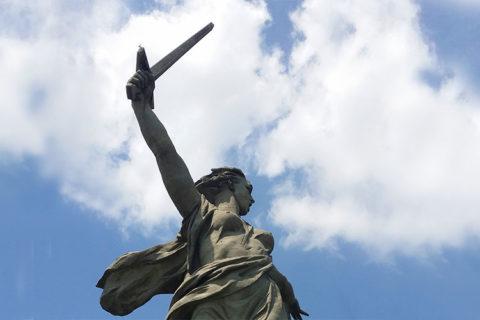VenäjänMatkojen risteilyllä Donin Rostovista Nižni Novgorodiin käydään Volgogradissa Mamajevin kukkulalla katsomassa koskettavia sodan muistomerkkejä