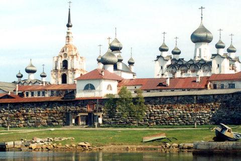 VenajanMatkojen risteily kuljettaa Vienanmereltä Solovetskin saaren kautta Pietariin