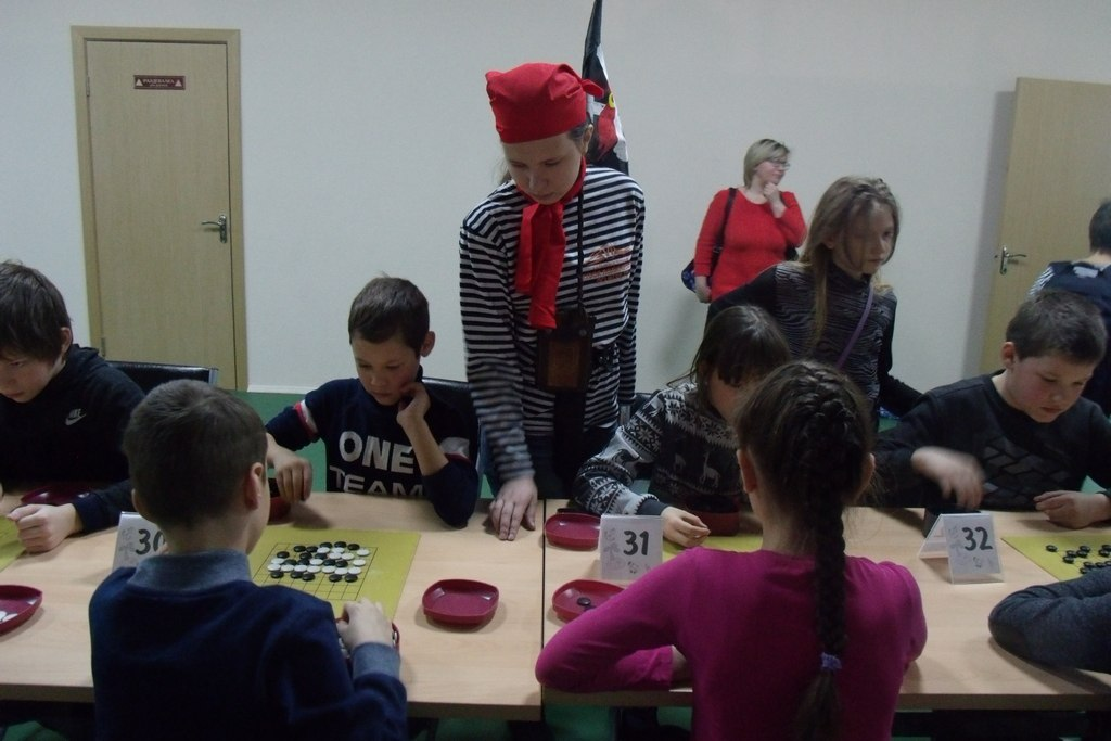 Merirosvo-teemainen päivä go-koululla.