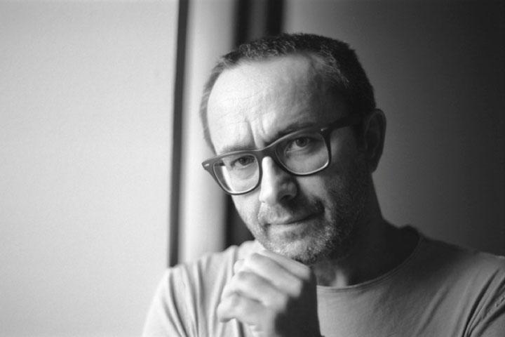 Elokuvaohjaaja Andrey Zvyagintsev mietteliäänä. Kuvaaja Anna Matveeva.