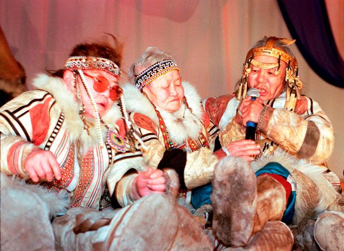 Nganasanien kulttuuria esittelevä Dentedie-yhtye esiintyy Sugrifestivaaleilla Helsingissä, Tampreella ja Oulussa.