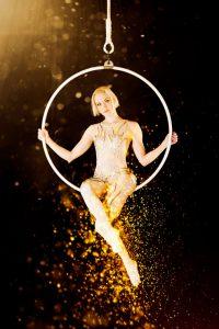 Suomi-Venäjä-Seuran Five Stars Circus -kiertueella esiintyy sirkustaitelija Pauliina Räsänen.
