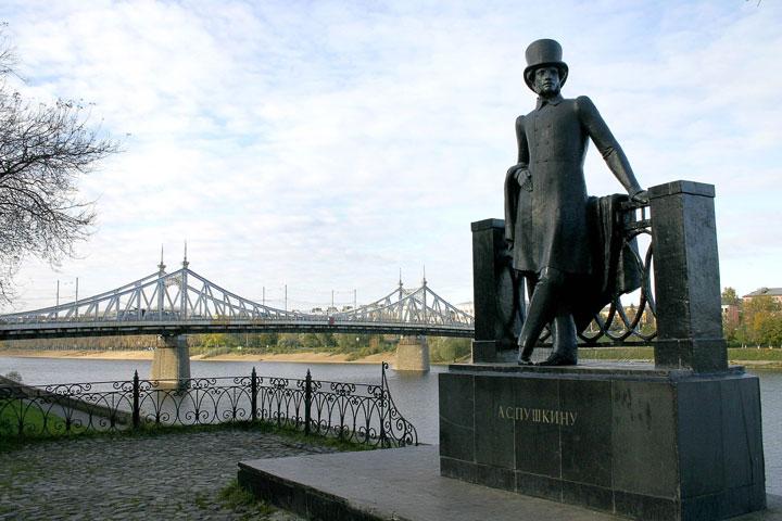 Aleksandr Pushkinin patsas.